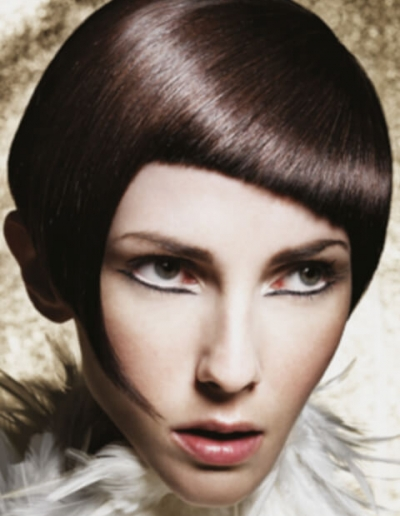 woman with short black sculptured hair - inspiration 02